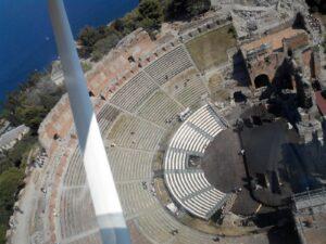 vista dall' alto teatro greco